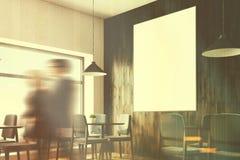 Grau sitzt Café mit einem Plakat vor, dem oben getonten Abschluss Lizenzfreies Stockbild
