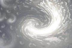Grau-weißer Hintergrund Gefrorenes Wasser auf Glasglitzern in der Sonne eisige Musterwellen Für Auslegung Stockbild