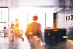 Graue Aufnahme in einer Bürolobby, Seitenansicht getont Lizenzfreies Stockfoto