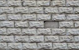 Graue Betonblockwandbeschaffenheit mit gebrochener Oberfläche Stockbild