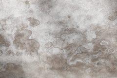 Graue Betonmauer mit Muster der nassen Flecke Lizenzfreies Stockbild