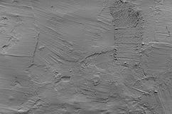 Graue Betonmauer mit rauer vergipsender Entlastung Stockfotos