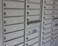 Graue Briefkastenschlitze Stockbild