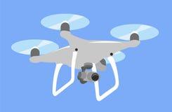 Graue Brummen quadcopter Fliege im blauen Himmel Viererkabel lokalisierte Ikone Lizenzfreie Stockbilder