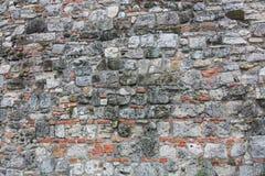 Graue Farbe des Musters der dekorativen ungleichen gebrochenen wirklichen Steinwandoberfläche des modernen Artdesigns mit Zement Lizenzfreie Stockfotos