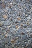 Graue Farbe des Musters der dekorativen ungleichen gebrochenen wirklichen Steinwandoberfläche des modernen Artdesigns mit Zement Stockfotografie