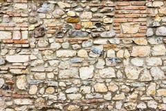 Graue Farbe des wirklichen Musters der Steinwand der dekorativen ungleichen gebrochenen Oberfläche des modernen Artdesigns mit Ze Lizenzfreie Stockfotos