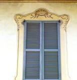 Graue Fenster jerago Paläste der konkrete Ziegelstein Lizenzfreie Stockfotos