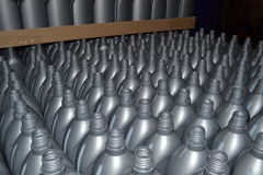 Graue Plastikflaschen Stockbilder