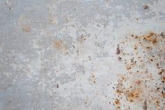 Graue rostige Metalloberfl?che mit der Schale der Farbe stockfoto