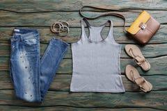Graue Spitze und Blue Jeans stockfotografie