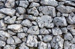 graue Steinwand ohne Mörser lizenzfreie stockbilder