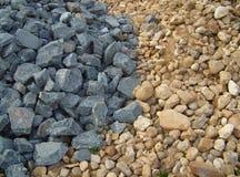 Graue und gelbe Steine Stockfotos