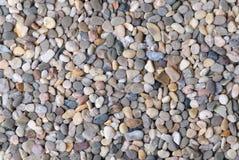 Grauer Flusskieselhintergrund Stockfoto