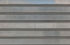 Grauer metallischer Garagentor für Hintergründe, Politur lizenzfreie stockfotografie