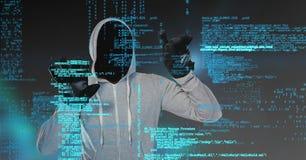 Grauer Pulloverhacker mit heraus stellen, Hände oben gegenüber Lizenzfreie Stockfotografie