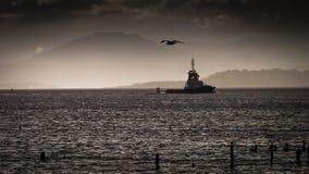 Grauer Tag über dem Fluss Clyde am Hafen Glasgow Stockfotos