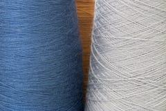 Grauer und blauer Hintergrund von den Threads Lizenzfreie Stockfotos