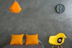 Grauer und orange Raum lizenzfreie stockfotografie
