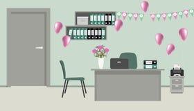 Graues Büro, verziert für Büroangestellter ` s Geburtstag Lizenzfreies Stockfoto