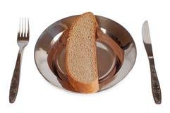 Graues Brot in einer Eisenschüssel Stockbilder