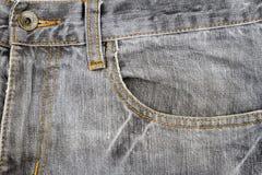 Graues Jeansgewebe mit Tasche Stockfotografie