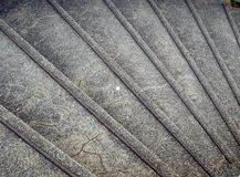 Graues konkretes Treppenhaus in der Gebläseform Stockfoto