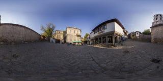 360 graus de panorama do quadrado do kapiya de Hisar em Plovdiv, Bulgária Imagens de Stock Royalty Free