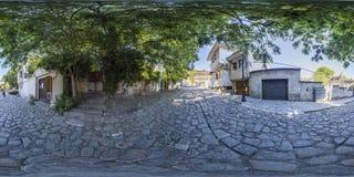360 graus de panorama de uma rua em Plovdiv, Bulgária Fotografia de Stock Royalty Free