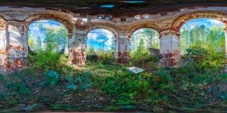 360 graus dentro do panorama esférico arruinado da igreja Imagem de Stock