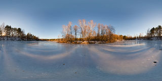 360 graus equidistantes do panorama de um lago congelado Foto de Stock Royalty Free