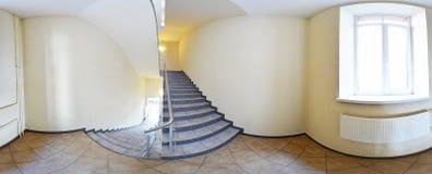 360 graus esféricos da projeção do panorama, panorama no corredor vazio interior com um voo de escadas Imagem de Stock Royalty Free