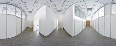 360 graus esféricos da projeção do panorama, o panorama no corredor longo vazio interior com portas e as entradas às salas difere Fotografia de Stock Royalty Free