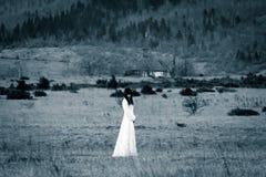Grausigkeit-Szene einer furchtsamen Frau lizenzfreie stockbilder