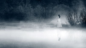 Grausigkeit-Szene einer furchtsamen Frau lizenzfreies stockbild