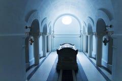 Grav inom mausoleum Royaltyfri Foto