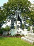 Grav på Zentralfriedhof Wien royaltyfria foton