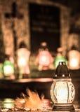 Grav- stearinljus på dagen av dödaen Royaltyfri Bild