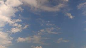 gravação do Tempo-lapso das nuvens no céu azul Grampo 4K da metragem video estoque