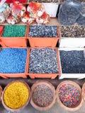 Grava colorida del tanque de pescados Imágenes de archivo libres de regalías