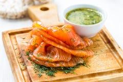Gravadlax, saumon fumé de style scandinave images stock