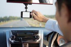 Gravador de vídeo que conduz um carro Fotos de Stock Royalty Free