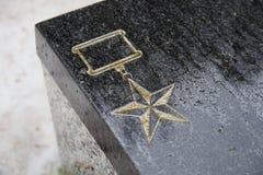 Gravando a medalha na placa memorável Foto de Stock