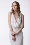gravatas Mulher quieta nova no vestido leve Fotografia de Stock Royalty Free