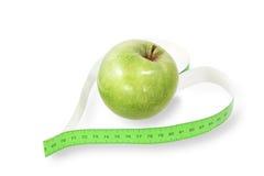 Grave um heart-shaped com uma maçã verde foto de stock royalty free