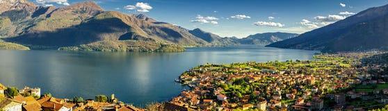 Gravedona et panorama de Lago di Como Photographie stock