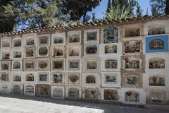 Graven bij de Gemeentelijke begraafplaats van Cementerio in Sucre, Bolivië royalty-vrije stock foto