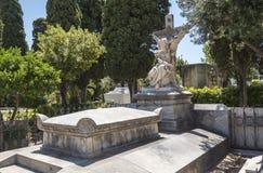 Graven in de begraafplaats, kerkhof Royalty-vrije Stock Foto's