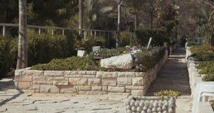 Graven in een militaire begraafplaats in Israël stock footage