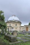 Graven in een oude begraafplaats Royalty-vrije Stock Foto